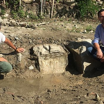 /images/7/2/72-emanuele-mariotti--direttore-di-scavo--e-jacopo-tabolli--funzionario-archeologo.jpg