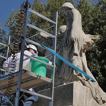 /images/7/2/72-restauro-monumento-caduti-02.jpg