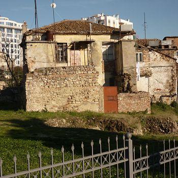/images/7/3/73-durazzo---un-abitazione-ottocentesca-sulle-rovine-dell-anfiteatro.jpg