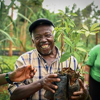 /images/7/4/74-farmer-kenya-4-ridotta.jpg