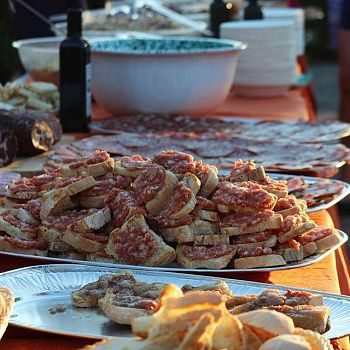 /images/7/5/75-alcinemacongusto-food.jpg