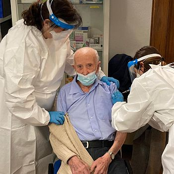/images/7/5/75-rsa-villa-san-biagio---vaccinazione-basilio-pompei.jpg