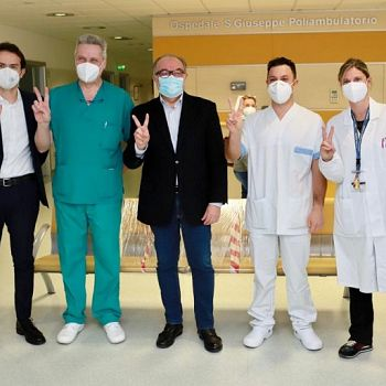 /images/7/7/77-foto-di-gruppo-ospedale-san-giuseppe-con-guarducci-morello-sostegni.jpg