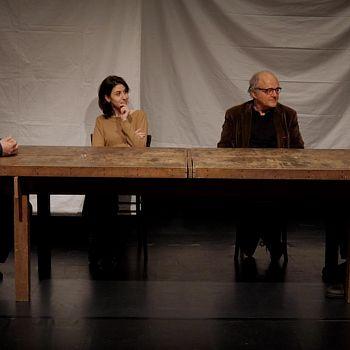 /images/7/8/78-docufilm-dopo-una-settimana-introrno-al-tavolo-con-2-spett-attori.jpg