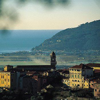 /images/8/2/82-castelnuovo-magra-panorama-1.jpg