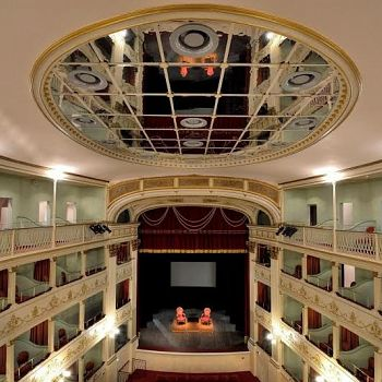 /images/8/2/82-teatro-niccolini-b.jpe