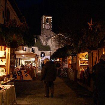 /images/8/3/83-mercatini-notte-2.jpg