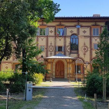 /images/8/6/86-facciata-nord-villa-favard-rovezzano.jpg