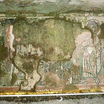 /images/9/0/90-durazzo---uno-dei-mosaici-della-basilica-delle-tre-bellezze.jpg