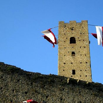 /images/9/0/90-larciano-castello-torre-e-cassero--foto-enrico-zarri-.jpg
