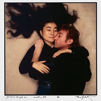 /images/9/1/91-john-lennon-yoko-ono-annie-liebovitz-cult-stories.jpg