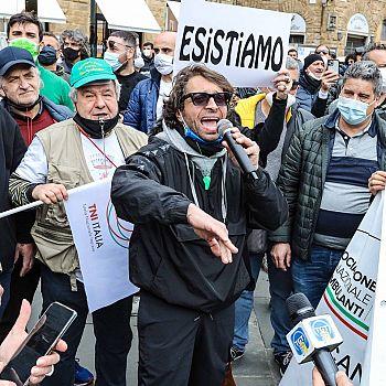 /images/9/2/92-naccari-alla-protesta-di-venerdì-scorso-in-p-signoria.jpeg