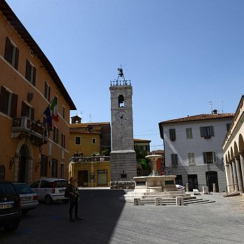 /images/9/3/93-piazza-comune-2.jpg