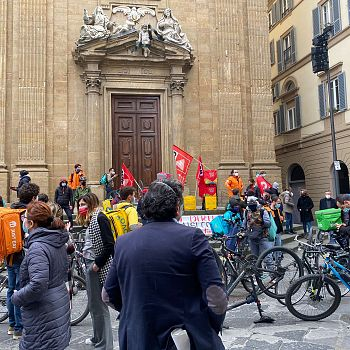 /images/9/3/93-protesta-riders1.jpg