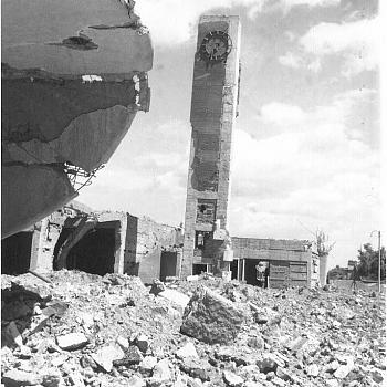/images/9/5/95-la-stazione-di-siena-distrutta-685x768.jpg