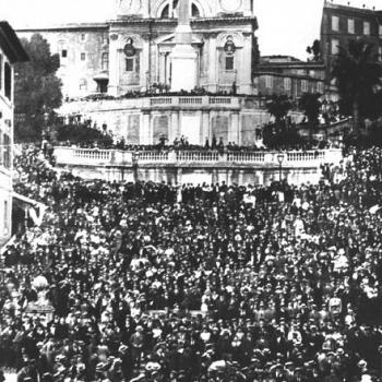 /images/9/5/95-una-maniefstazione-interventista-a-trinità-dei-monti--nel-1915.jpg