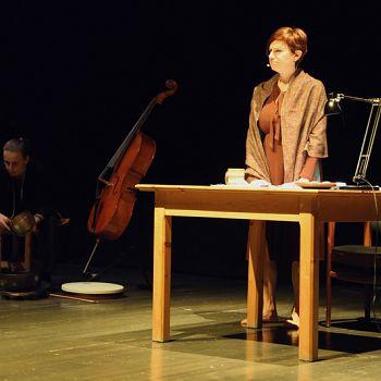 /images/9/6/96-giorno-della-memoria-lettera-alla-madre-minimal-teatro-eleonora-caponi-026.jpg