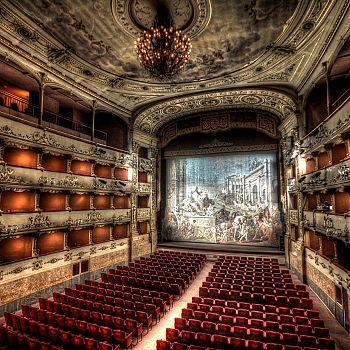 /images/9/8/98-teatro-della-pergola--ph--giacomo-costa.jpg