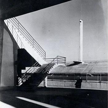 /images/9/9/99-foto-di-pier-luigi-nervi-all-interno-dello-stadio-da-poco-inaugurato-1932--ph--courtesy-pier-luigi-nervi-project-association--bruxelles.jpg