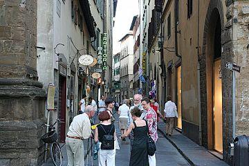 Firenze, AirBnb e l\'ospitalità: imposte, regole e camere oscure ...